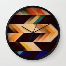tyyr dwwn Wall Clock