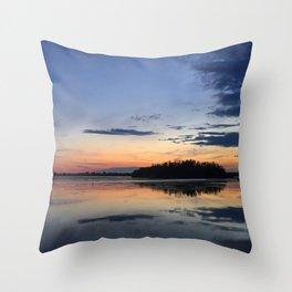 Parc des voiles, Municipalité de Saint-Mathias-sur Richelieu, Québec, Canada Throw Pillow