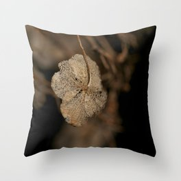 Withered leaf Throw Pillow