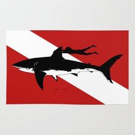 great white shark dive Rug