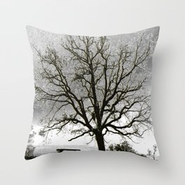 L'arbre de Gourdon Throw Pillow