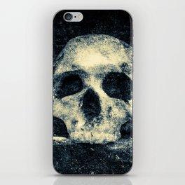Old Skull - Memento Halloween iPhone Skin
