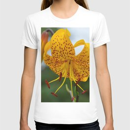 Yellow Spotted Lily by Teresa Thompson T-shirt