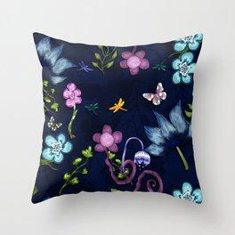 Flower flow Throw Pillow