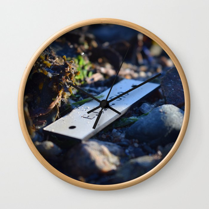 Tagless Wall Clock
