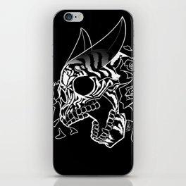Skull 'n' Roses (NightmareNetty-Black&White) iPhone Skin