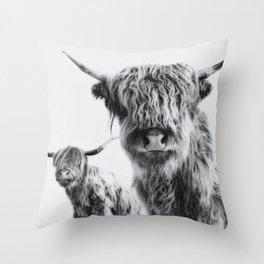 HIGHLAND COW - LULU & SARA Throw Pillow