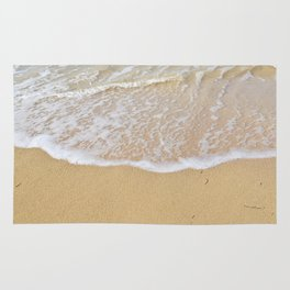Beautiful wave surfing on a sandy beach Rug
