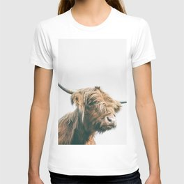 Majestic Highland cow portrait T-shirt