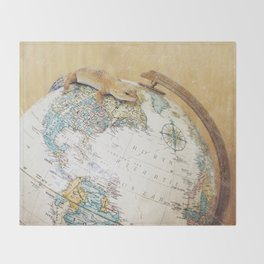 Globe-Trotting Gecko Throw Blanket