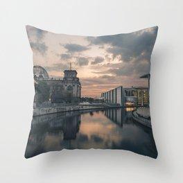 Regierungsviertel Throw Pillow