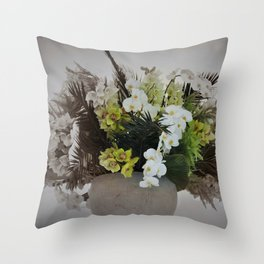 Arreglo floral Throw Pillow