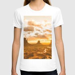 Southwest Wanderlust - Monument Valley Sunrise Nature Photography T-shirt