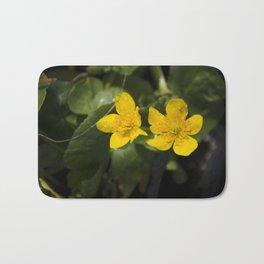 """""""Fleurs jaunes"""" Bath Mat"""