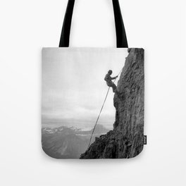 Climbing Mount Cavell - L'ascension du mont Cavell Tote Bag