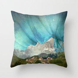An den Bergen hing die Nacht Throw Pillow