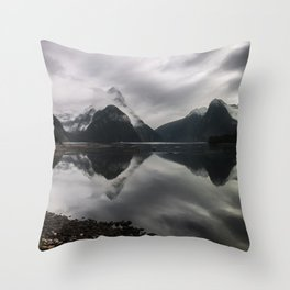 A moment between dreams Throw Pillow