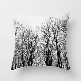 Quando gli alberi abbracciano il cielo Throw Pillow