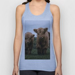 Scottish Highland Cattle Calves - Babies playing II Unisex Tank Top