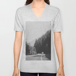 ROAD TRIP / Canada Unisex V-Neck