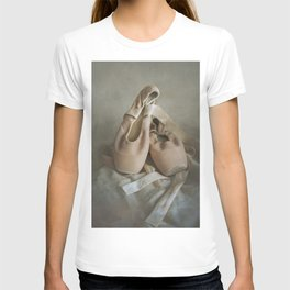 Creamy pointe ballet shoes T-shirt