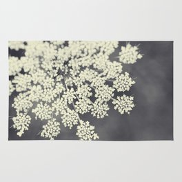 Black and White Queen Annes Lace Rug