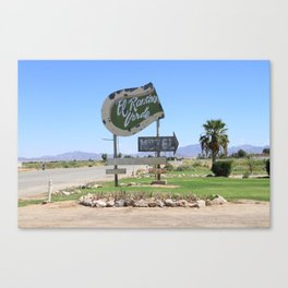 Middle of nowhere motel Canvas Print