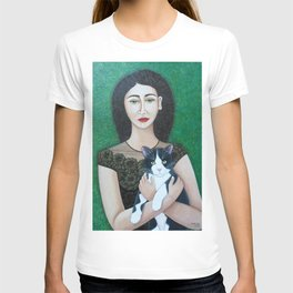 Woman with cat soul T-shirt