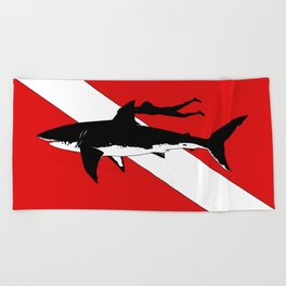 DIVER DOWN - great white shark dive Beach Towel