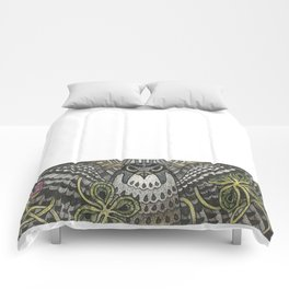 Falcon on clover Comforters