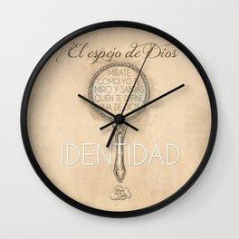 Identidad en Jesus Wall Clock