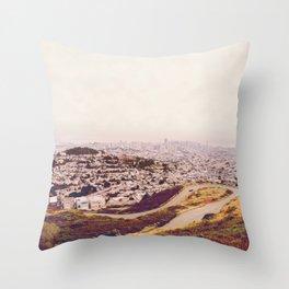 Misty Frisco (San Francisco sous la brume) Throw Pillow