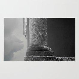 Stone column of a grey sky Rug