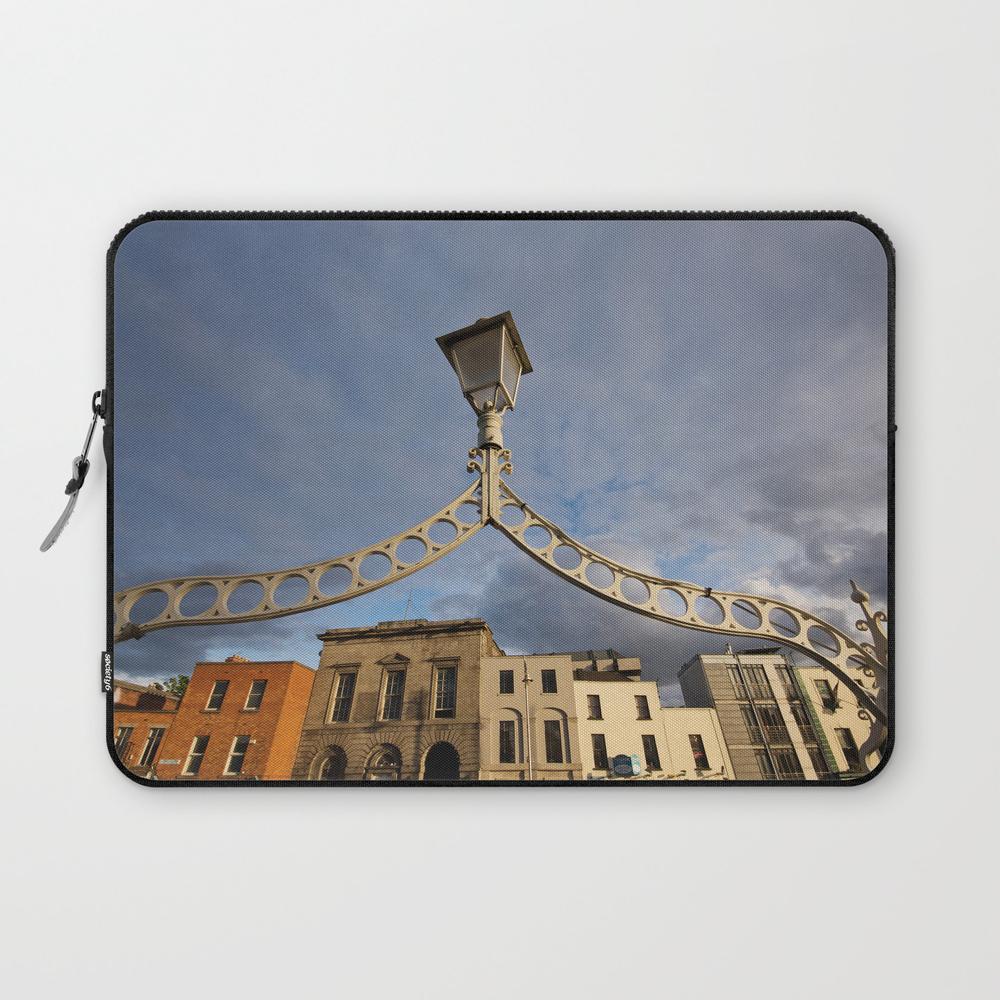 Ha Penny Bridge Laptop Sleeve LSV8798851