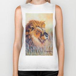 Lion sun bathing | Bain de soleil Lion Biker Tank