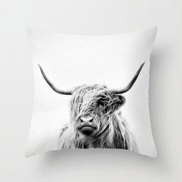 portrait of a highland cow - vertical orientation Throw Pillow