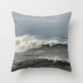 Big waves on the Back shore Throw Pillow