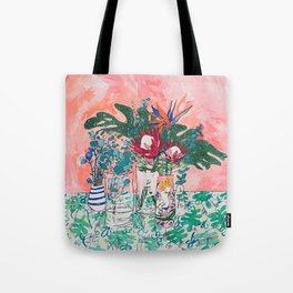 Cockatoo Vase - Bouquet of Flowers on Coral and Jungle Tote Bag