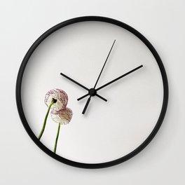 Flor reflejada Wall Clock