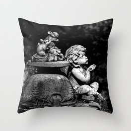 The cherub and the mice Throw Pillow