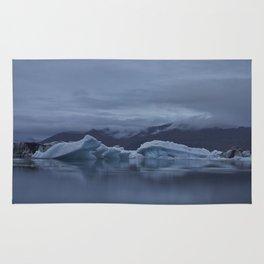 Icebergs at glaciar lagoon in Iceland Rug