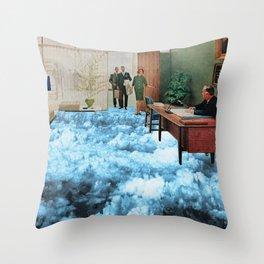 Bureau surréaliste Throw Pillow