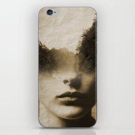 La dama del lago iPhone Skin