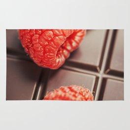 dark chocolate bar with raspberry Rug