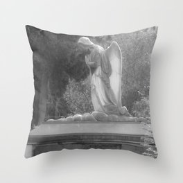 angel on the grave Throw Pillow