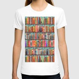Vintage Books / Christmas bookshelf & holly wallpaper / holidays, holly, bookworm,  bibliophile T-shirt