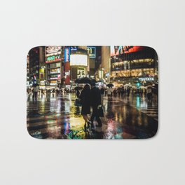 Love actually is all around - Rainy Night at Shibuyacrossing Bath Mat