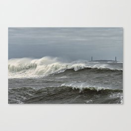 Big waves on the Back shore Canvas Print